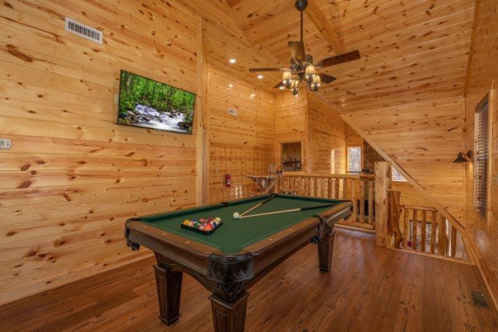 Photo of a Gatlinburg Cabin named Pinot Splash - This is the fifteenth photo in the set.