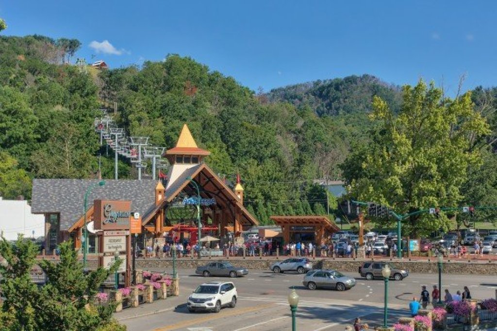Photo of a Gatlinburg Cabin named Pinot Splash - This is the thirty-eighth photo in the set.