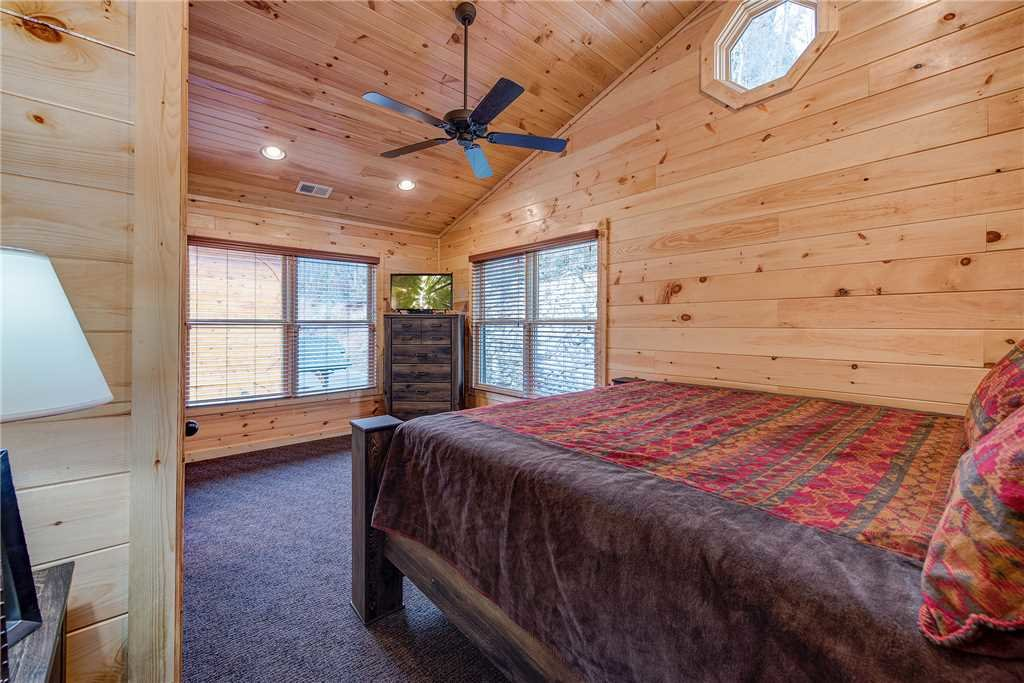 Photo of a Gatlinburg Cabin named Majestic Manor - This is the fourteenth photo in the set.