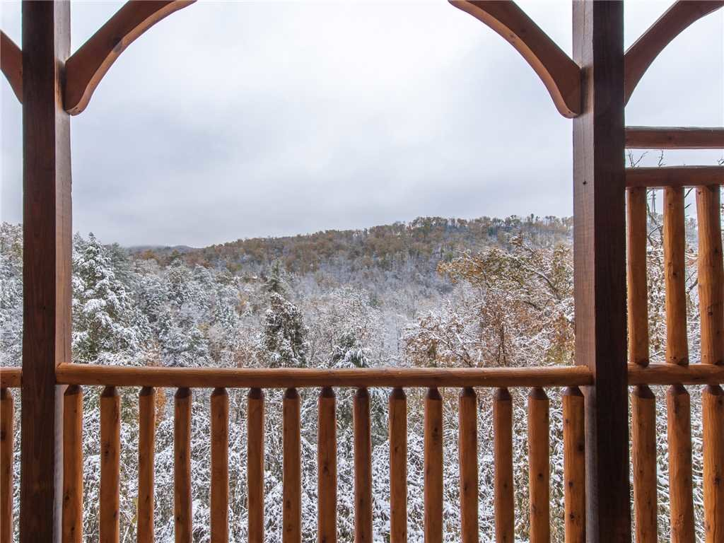 Photo of a Gatlinburg Cabin named Majestic Manor - This is the twenty-sixth photo in the set.