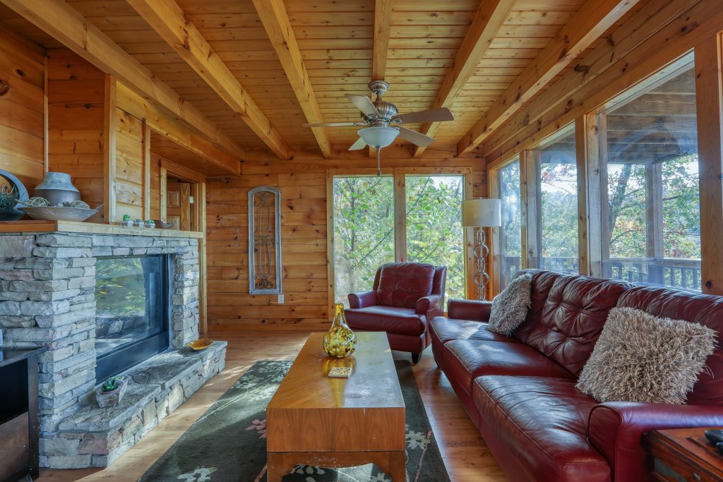 Photo of a Pigeon Forge Cabin named Morning View #131 - This is the twenty-second photo in the set.