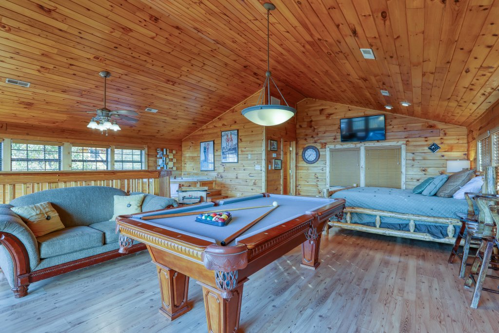 Photo of a Pigeon Forge Cabin named Morning View #131 - This is the thirty-second photo in the set.