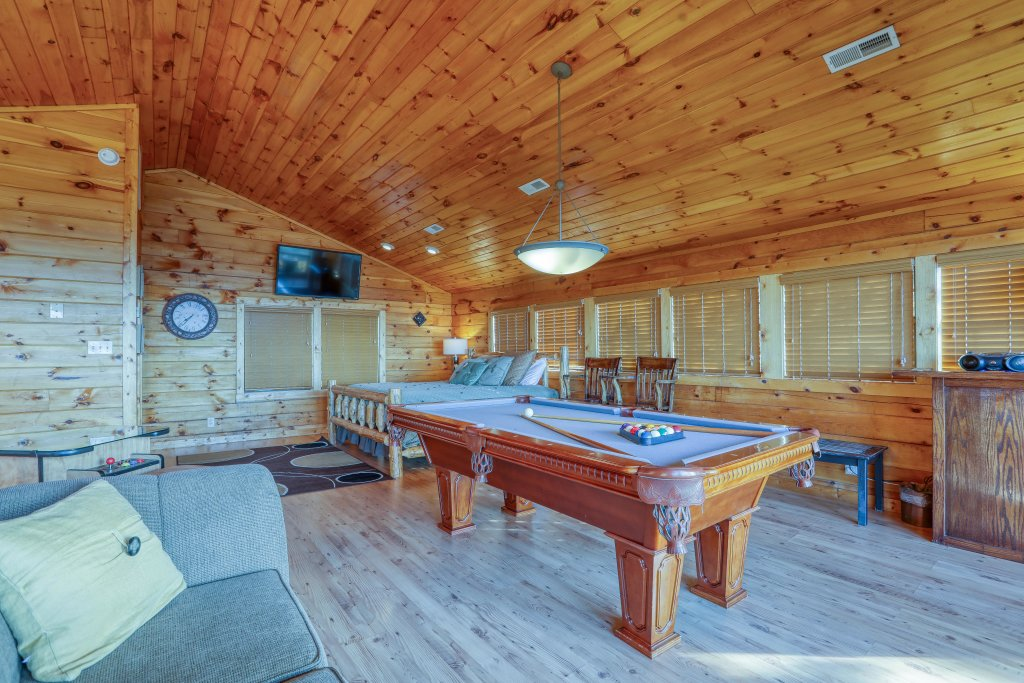 Photo of a Pigeon Forge Cabin named Morning View #131 - This is the thirty-third photo in the set.