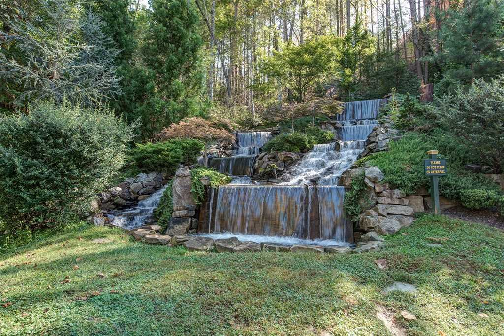 Photo of a Gatlinburg Cabin named Majestic Manor - This is the thirty-fourth photo in the set.