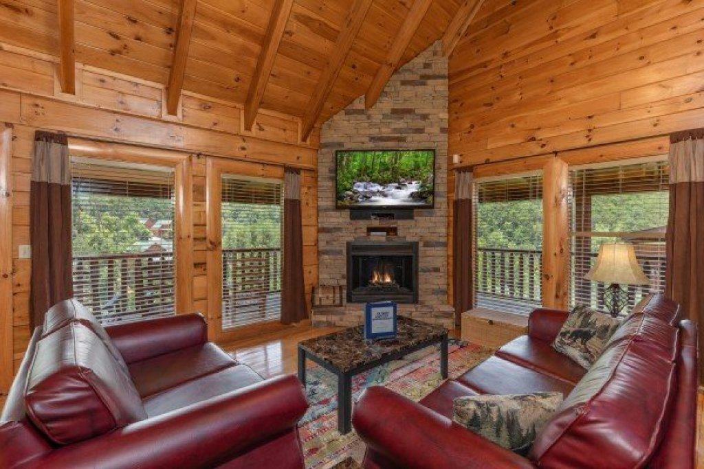 Photo of a Sevierville Cabin named Azalea Point - This is the second photo in the set.