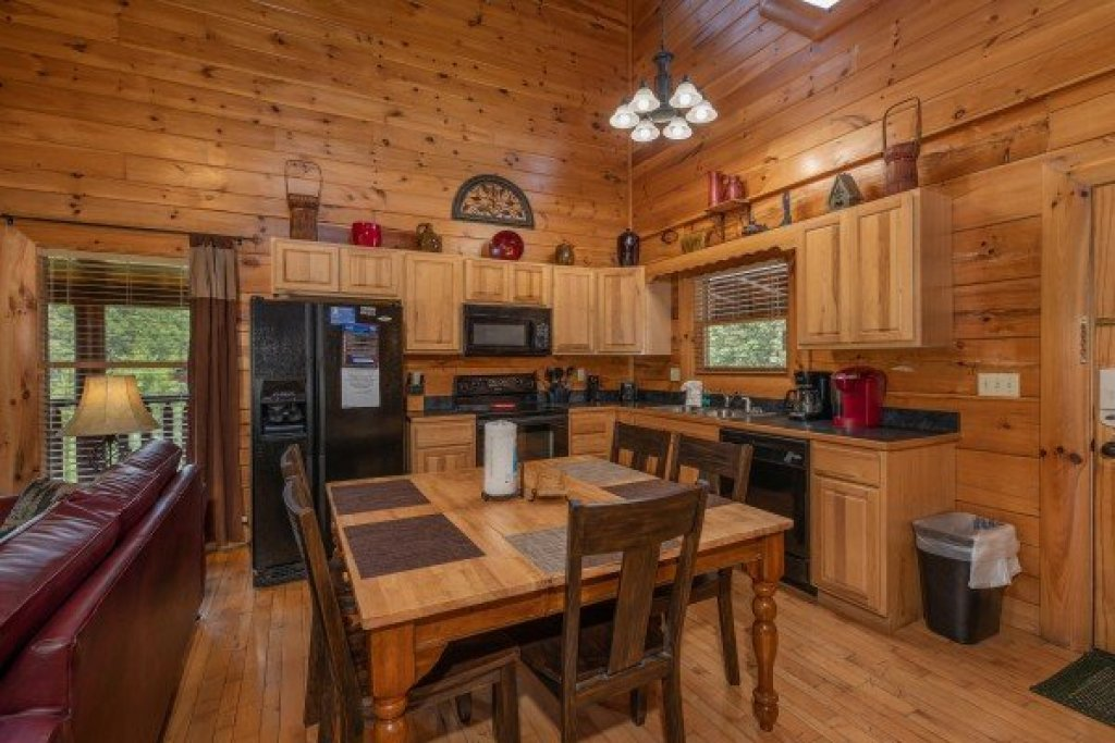 Photo of a Sevierville Cabin named Azalea Point - This is the fifth photo in the set.