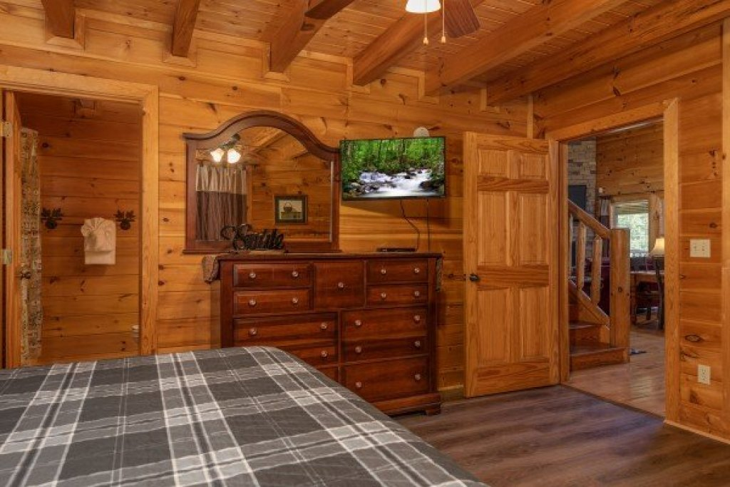 Photo of a Sevierville Cabin named Azalea Point - This is the tenth photo in the set.