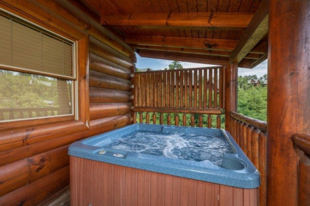 Photo of a Sevierville Cabin named Azalea Point - This is the twenty-second photo in the set.
