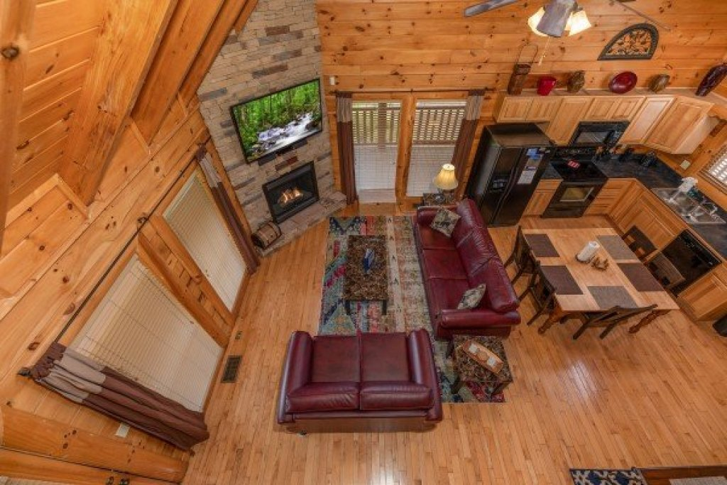 Photo of a Sevierville Cabin named Azalea Point - This is the thirteenth photo in the set.