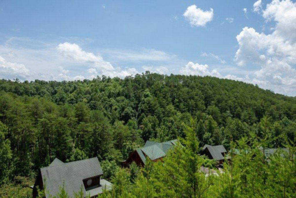Photo of a Sevierville Cabin named Azalea Point - This is the twenty-fourth photo in the set.