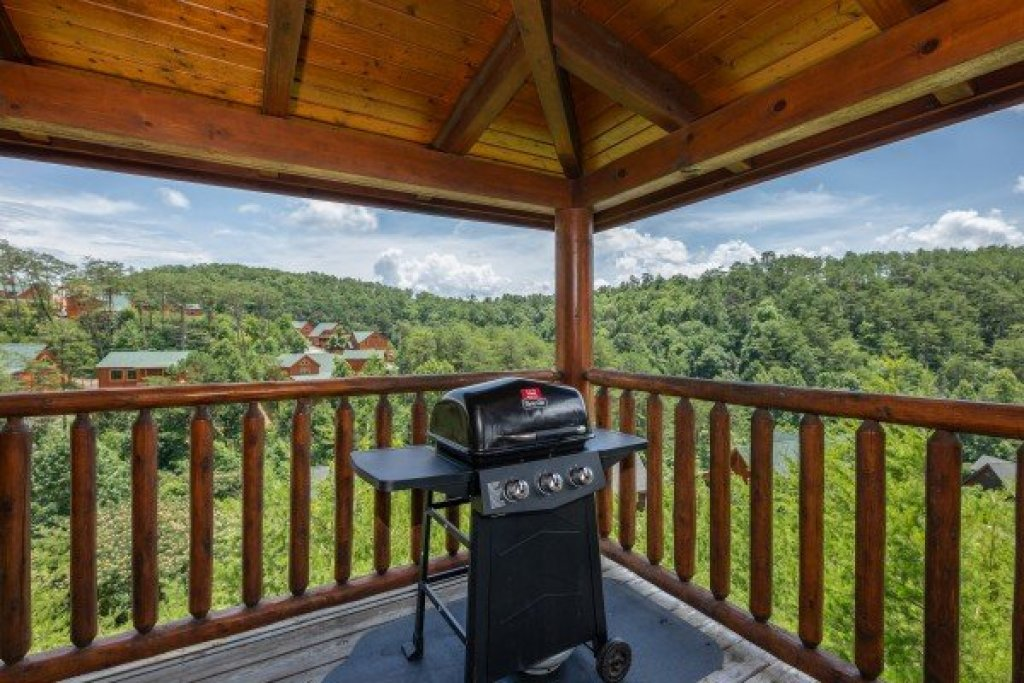 Photo of a Sevierville Cabin named Azalea Point - This is the twenty-third photo in the set.