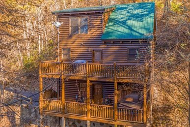 Custom Built 1 Bedroom, 2 Bath Luxury Plus Log Cabin With A Hot Tub In A Resort.