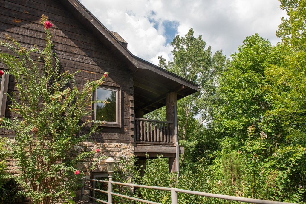 Photo of a Sevierville Cabin named Timberstone - This is the first photo in the set.