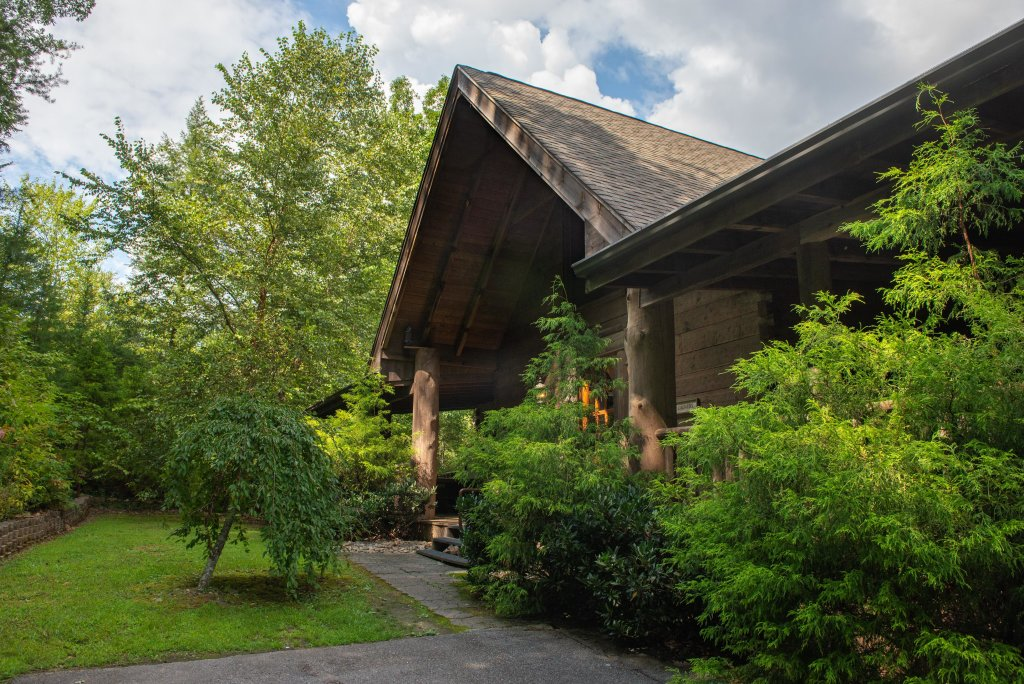 Photo of a Sevierville Cabin named Timberstone - This is the third photo in the set.