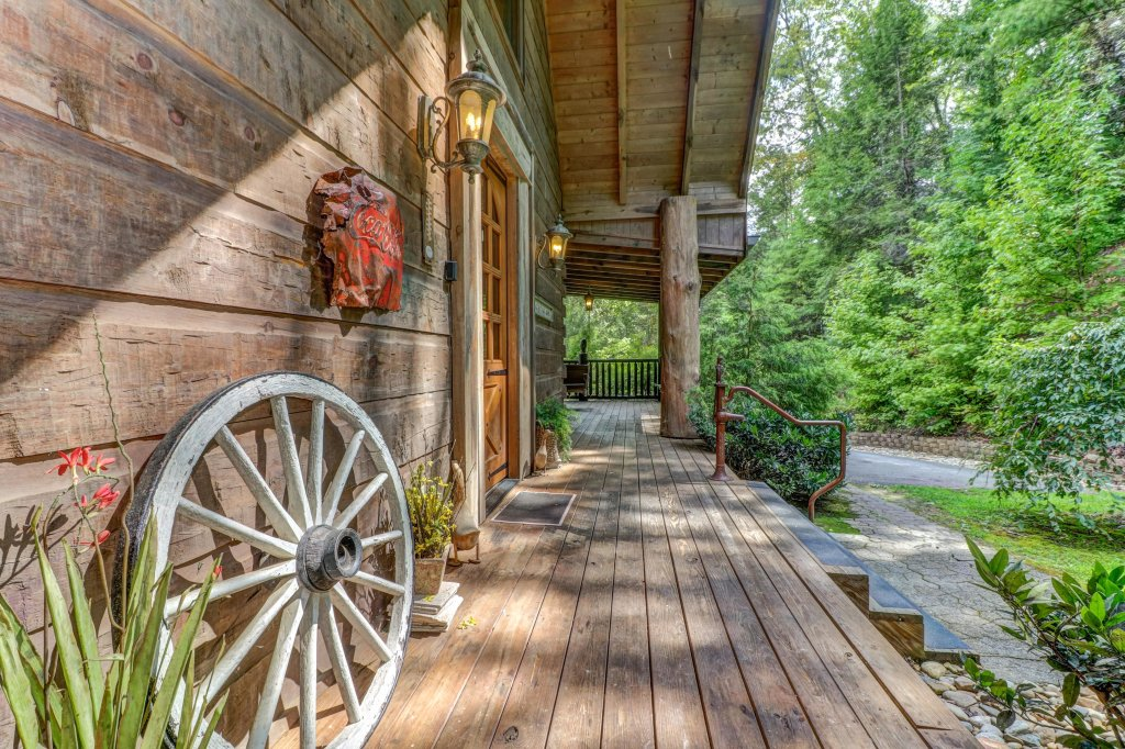 Photo of a Sevierville Cabin named Timberstone - This is the fourth photo in the set.