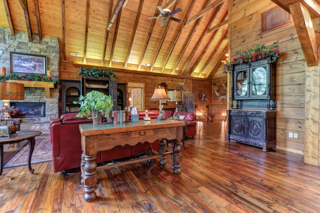 Photo of a Sevierville Cabin named Timberstone - This is the eighth photo in the set.