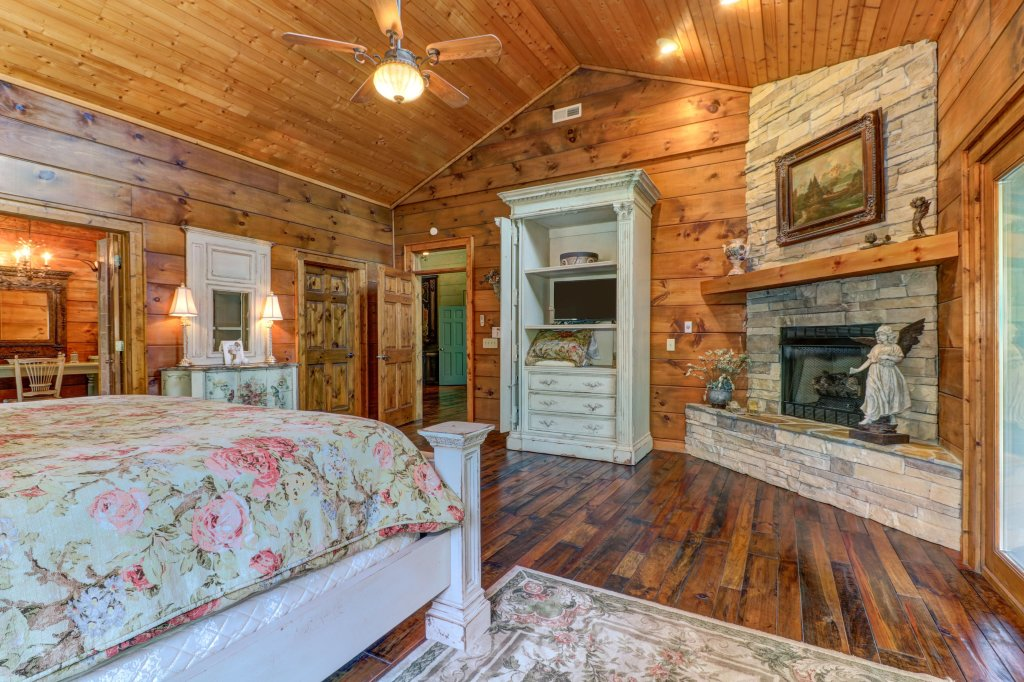 Photo of a Sevierville Cabin named Timberstone - This is the twenty-fifth photo in the set.