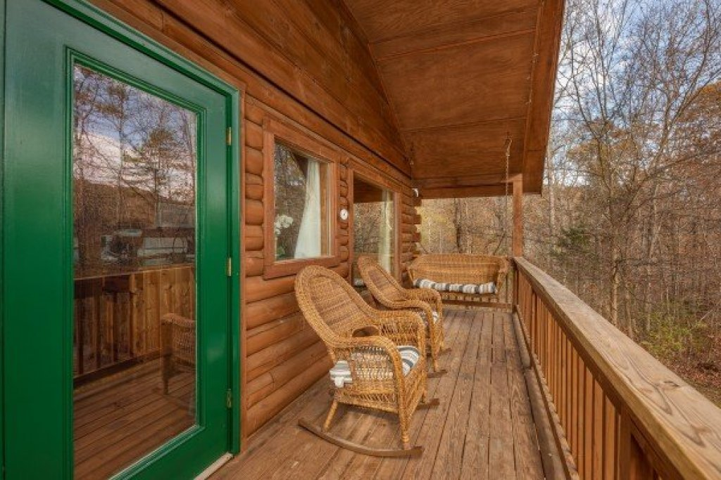 Photo of a Pigeon Forge Cabin named Licklog Hollow - This is the tenth photo in the set.