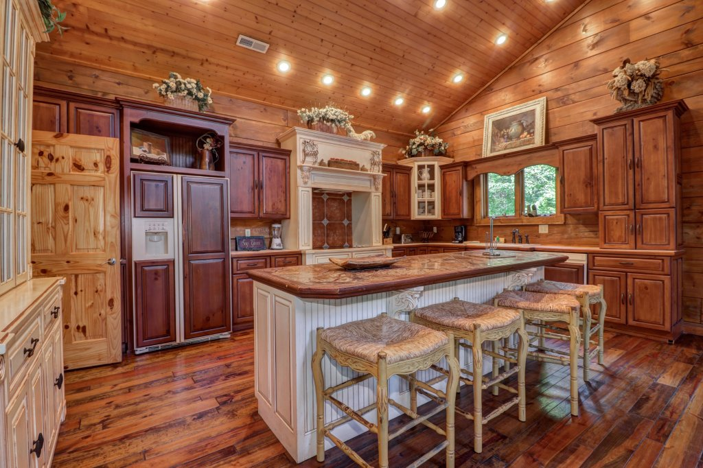 Photo of a Sevierville Cabin named Timberstone - This is the sixteenth photo in the set.