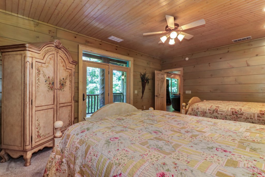 Photo of a Sevierville Cabin named Timberstone - This is the thirty-ninth photo in the set.