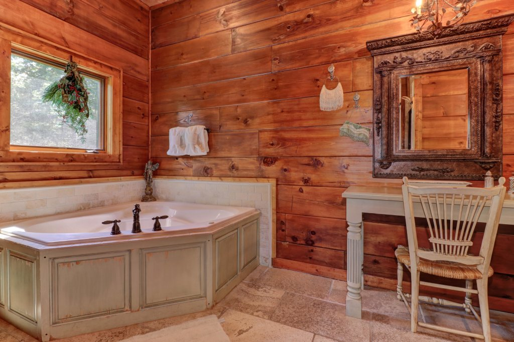 Photo of a Sevierville Cabin named Timberstone - This is the twenty-sixth photo in the set.