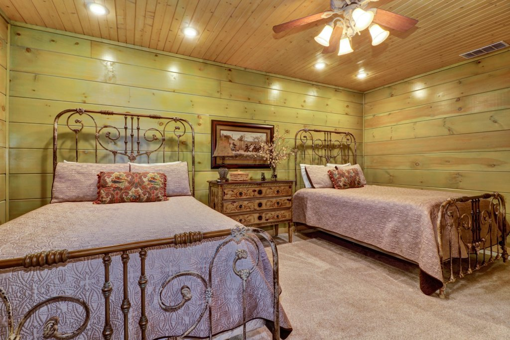 Photo of a Sevierville Cabin named Timberstone - This is the forty-second photo in the set.