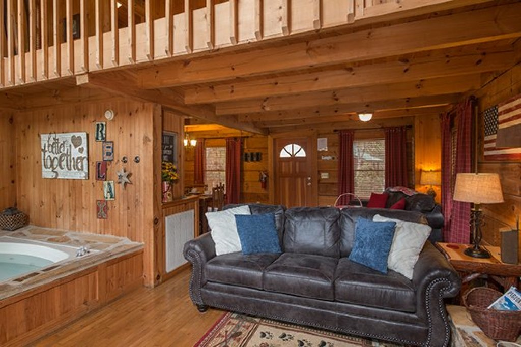 Photo of a Sevierville Cabin named Bear Cavern - This is the fourth photo in the set.