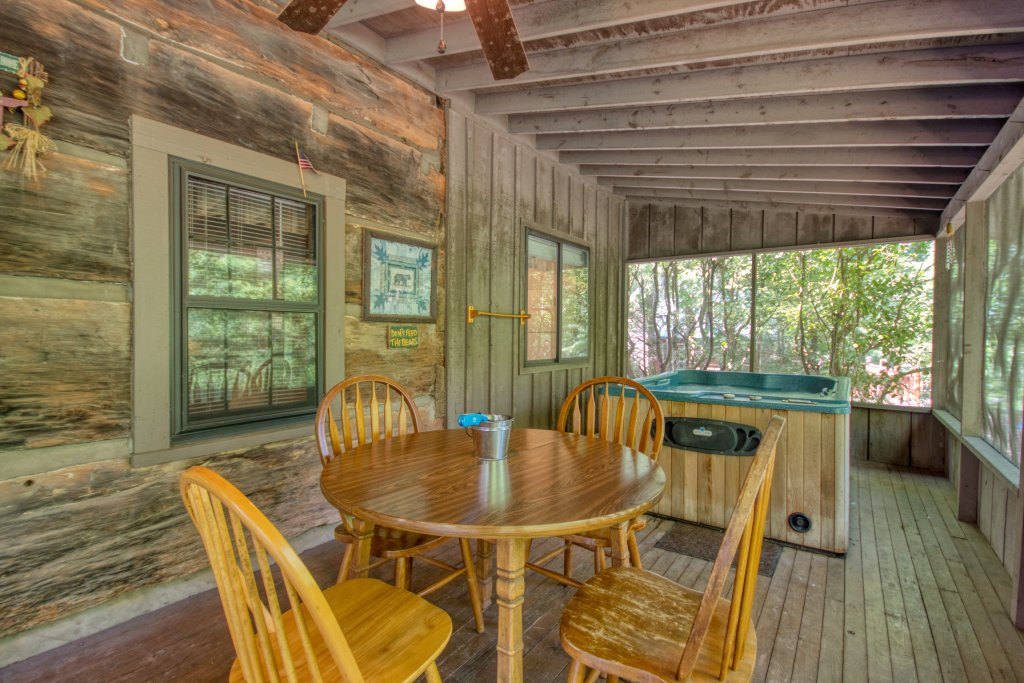 Photo of a Gatlinburg Cabin named River Dream #466 - This is the seventeenth photo in the set.