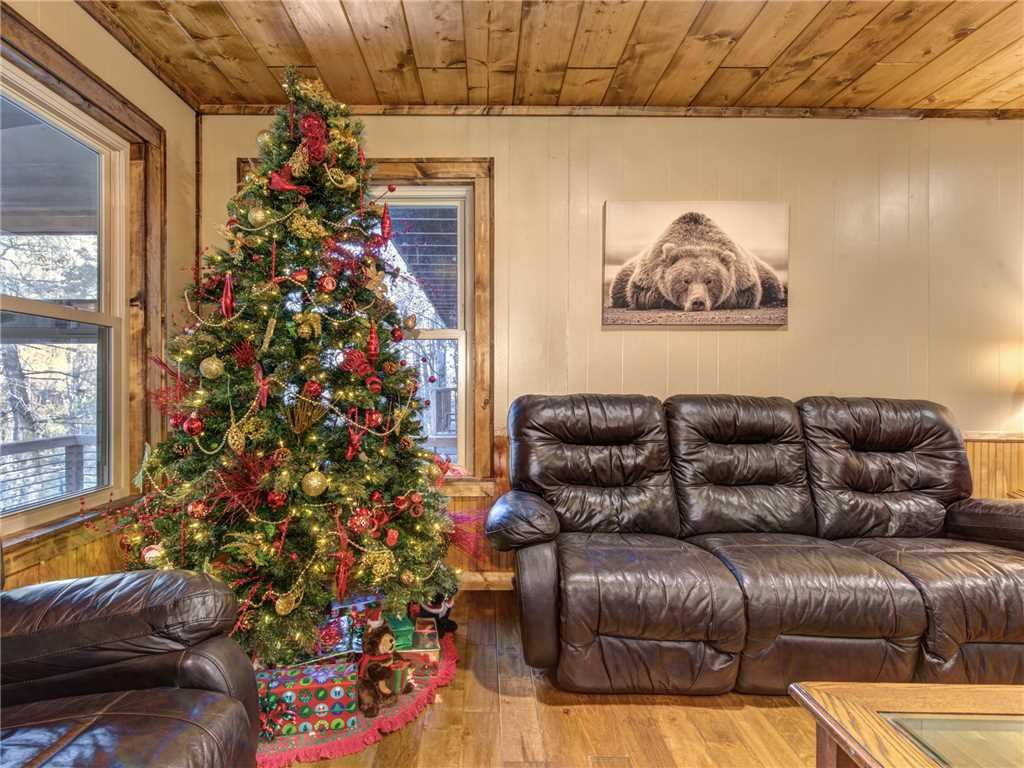 Photo of a Gatlinburg Cabin named Lil Bear's Den - This is the third photo in the set.