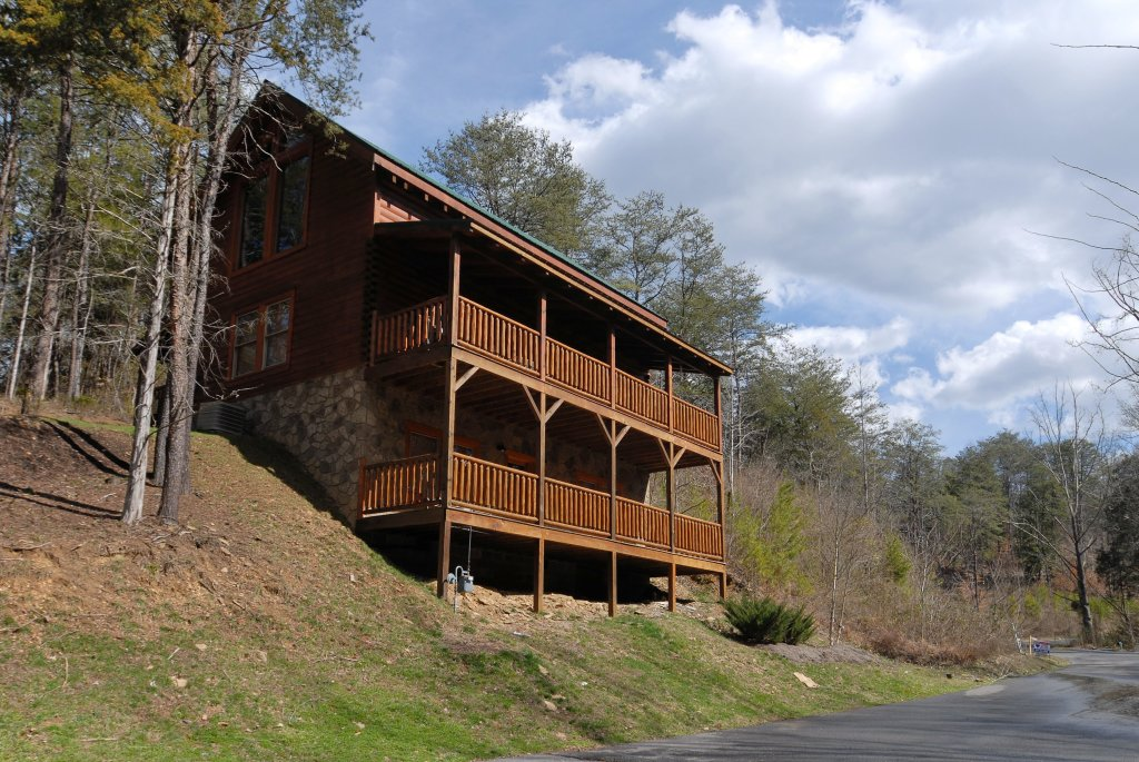 Photo of a Pigeon Forge Cabin named Camelot #266 - This is the first photo in the set.