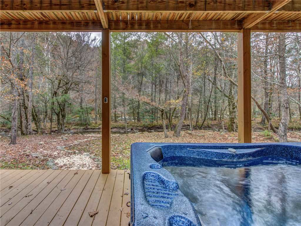 Photo of a Sevierville Cabin named Amazing River Retreat - This is the second photo in the set.