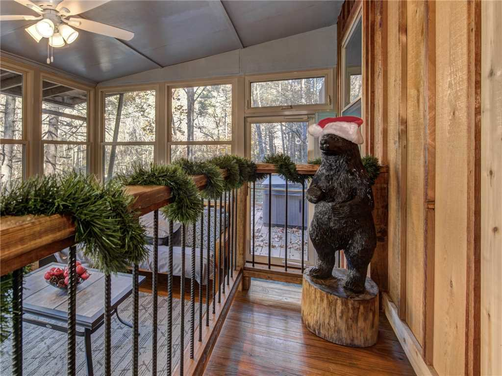 Photo of a Gatlinburg Cabin named Lil Bear's Den - This is the twenty-second photo in the set.