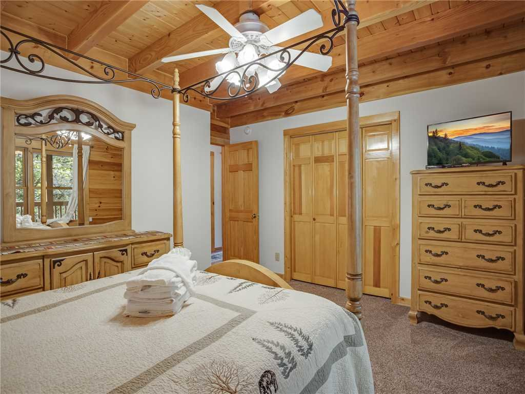 Photo of a Sevierville Cabin named Amazing River Retreat - This is the twenty-second photo in the set.