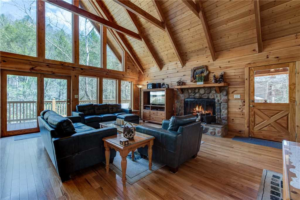 Photo of a Sevierville Cabin named Amazing River Retreat - This is the first photo in the set.