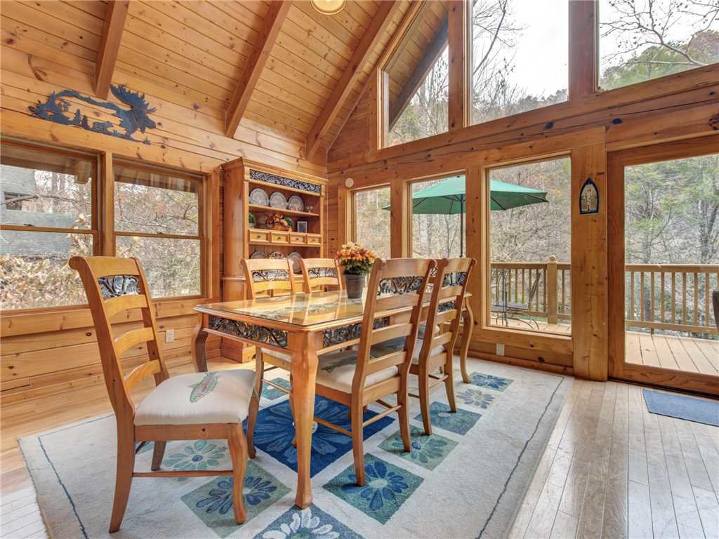 Photo of a Sevierville Cabin named Amazing River Retreat - This is the eighth photo in the set.