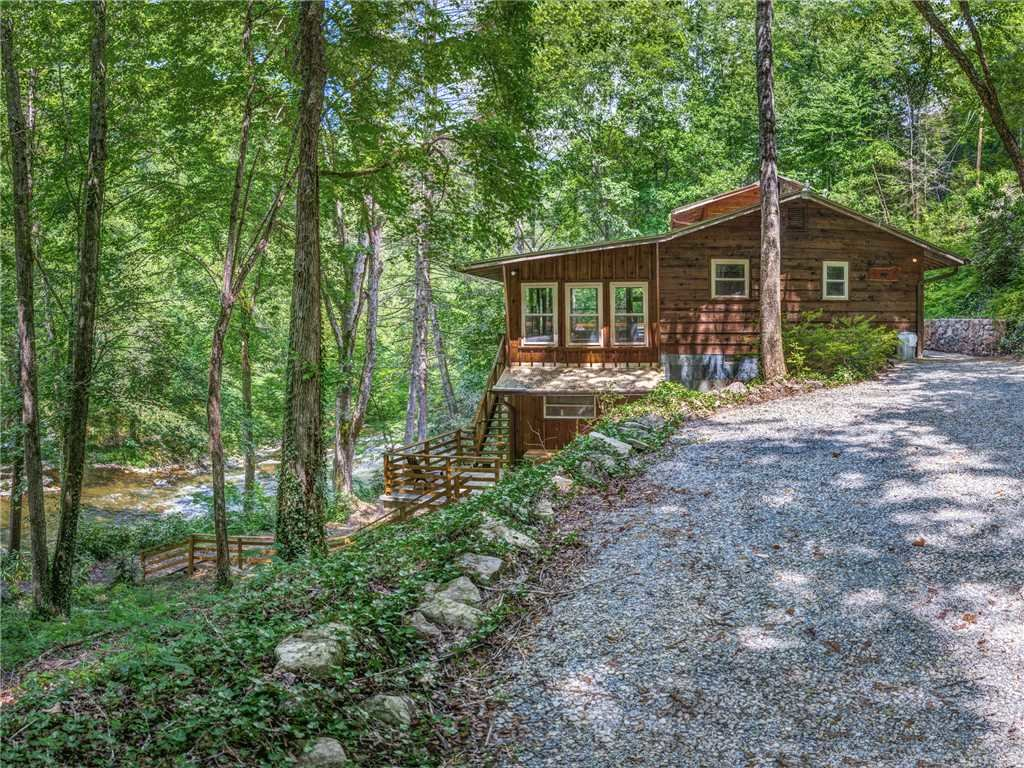 Photo of a Sevierville Cabin named Lil Bear's Den - This is the thirtieth photo in the set.