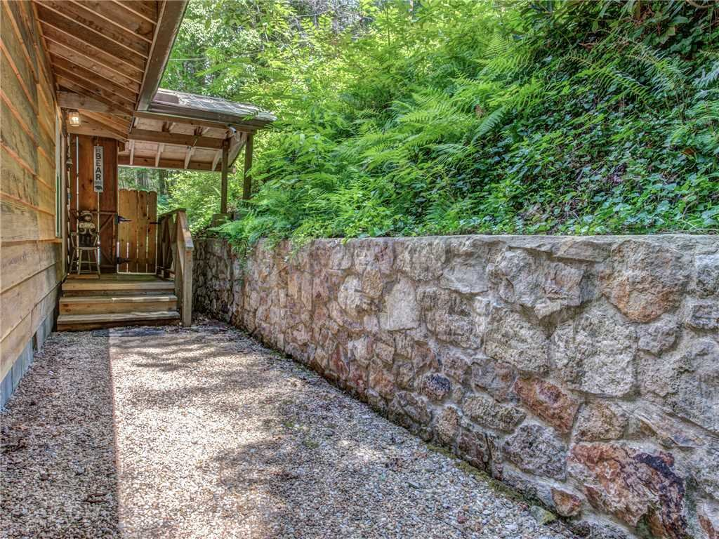 Photo of a Gatlinburg Cabin named Lil Bear's Den - This is the thirty-second photo in the set.