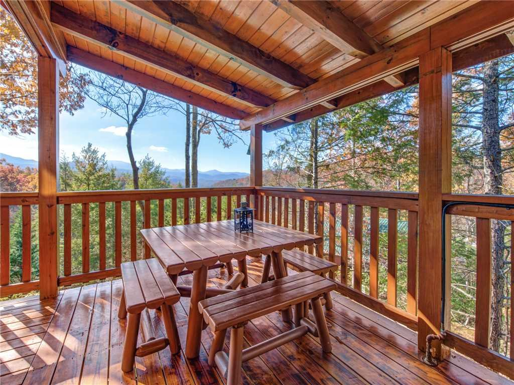 Photo of a Gatlinburg Cabin named Cub's Corner - This is the fifth photo in the set.