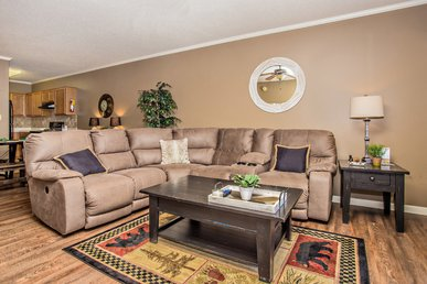 Downtown Vacation Rental, All New Upgrades, Free Dinner & Shows Included