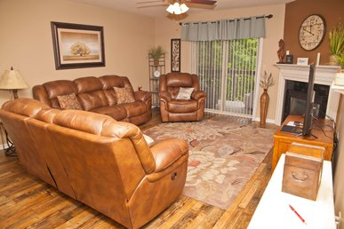 2 Br/2 Bath, Walk To Pkwy, On The River, Free Tickets To Area Attractions