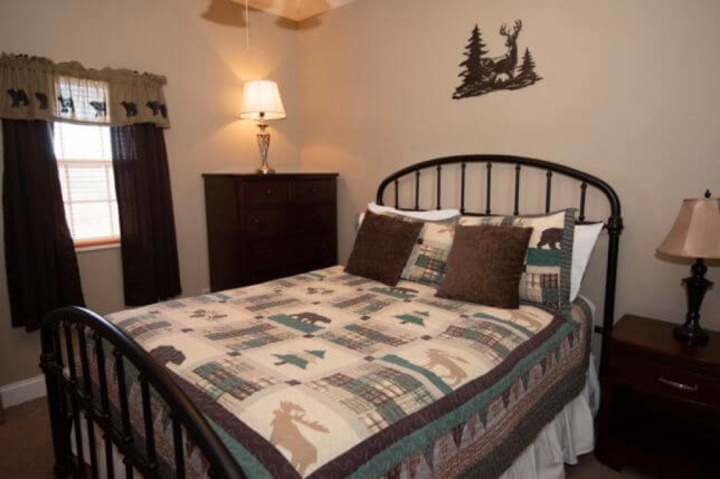 Photo of a Pigeon Forge Condo named 1502 Golf View Towers Happy Time Bear - This is the twelfth photo in the set.