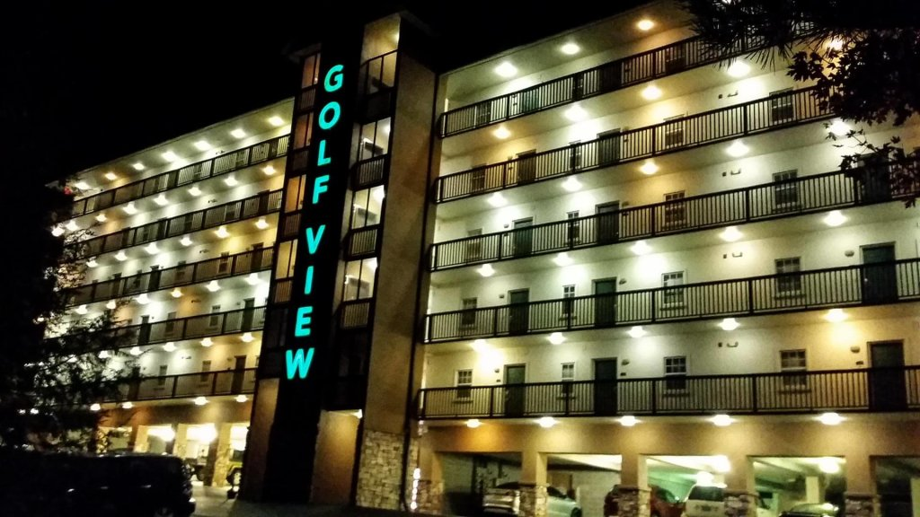 Photo of a Pigeon Forge Condo named 1502 Golf View Towers Happy Time Bear - This is the twenty-first photo in the set.