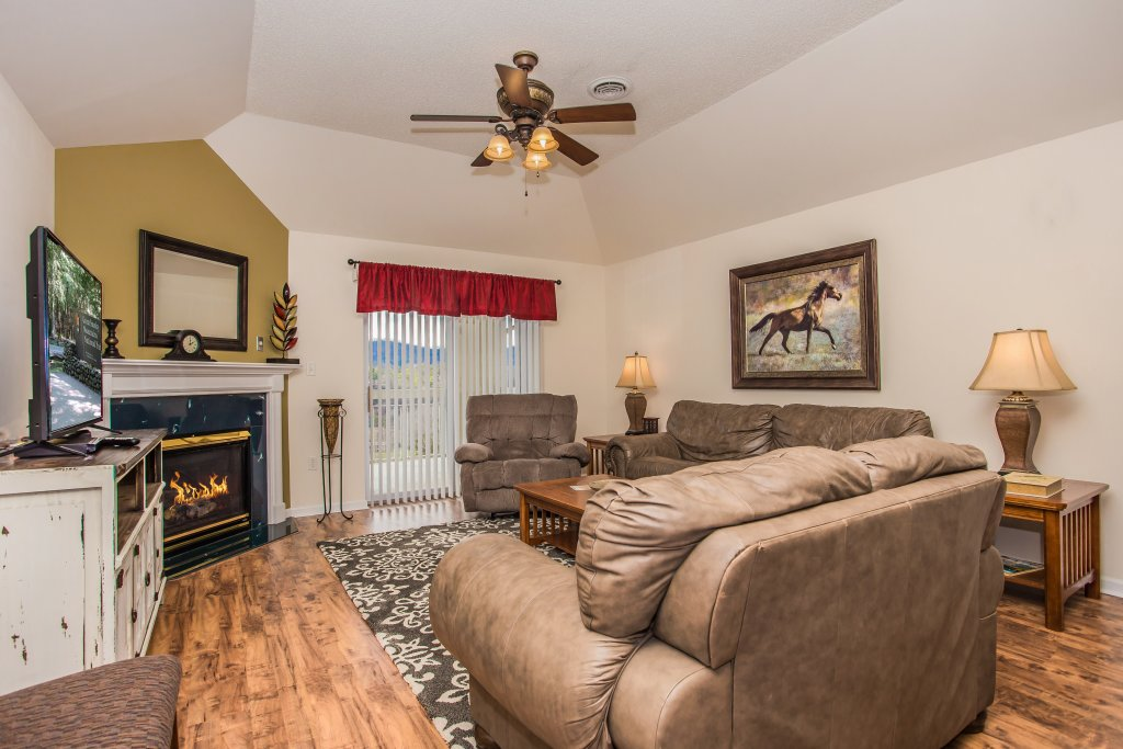 Photo of a Pigeon Forge Condo named Whispering Pines 651 - This is the second photo in the set.