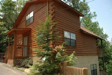 4 Bedroom, 3 Bath Value Cabin For 10 With A Hot Tub & Pool Table, Easy To Access