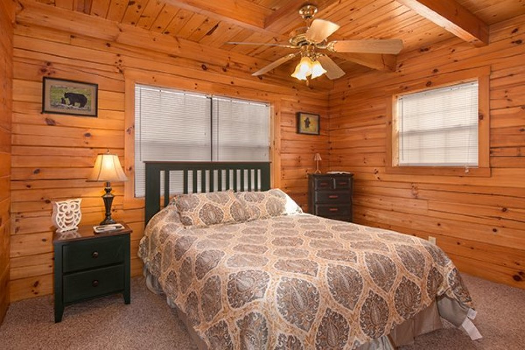 Photo of a Gatlinburg Cabin named Mountain Treehouse - This is the sixth photo in the set.