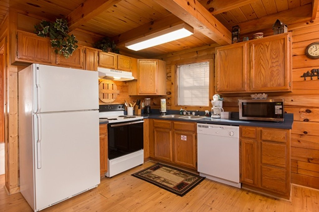 Photo of a Gatlinburg Cabin named Mountain Treehouse - This is the fifth photo in the set.