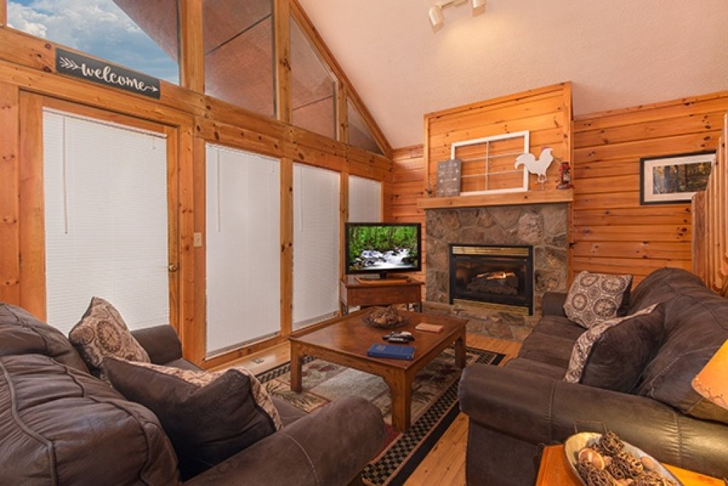 Photo of a Gatlinburg Cabin named Mountain Treehouse - This is the third photo in the set.