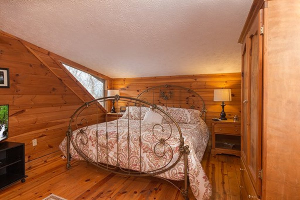 Photo of a Gatlinburg Cabin named Mountain Treehouse - This is the tenth photo in the set.