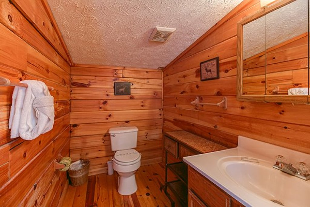 Photo of a Gatlinburg Cabin named Mountain Treehouse - This is the thirteenth photo in the set.