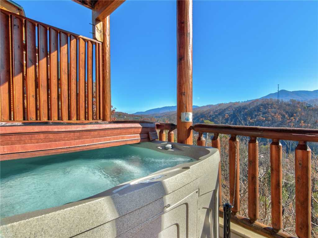 Photo of a Gatlinburg Cabin named Bear's Eye View - This is the second photo in the set.